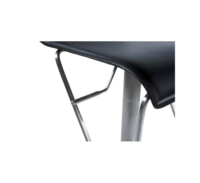 tabouret de bar design en similicuir noir rembourr 233 avec pi 233 tement en acier bross 233 inoxydable